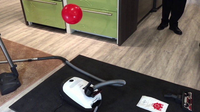 Wistia video thumbnail - Miele Vacuums: C3 Kona