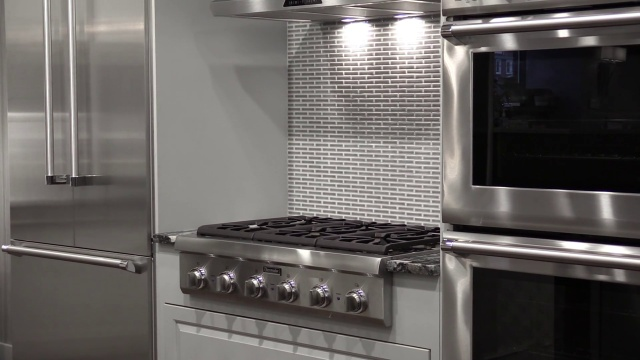 Wistia video thumbnail - Rangetops vs. Cooktops