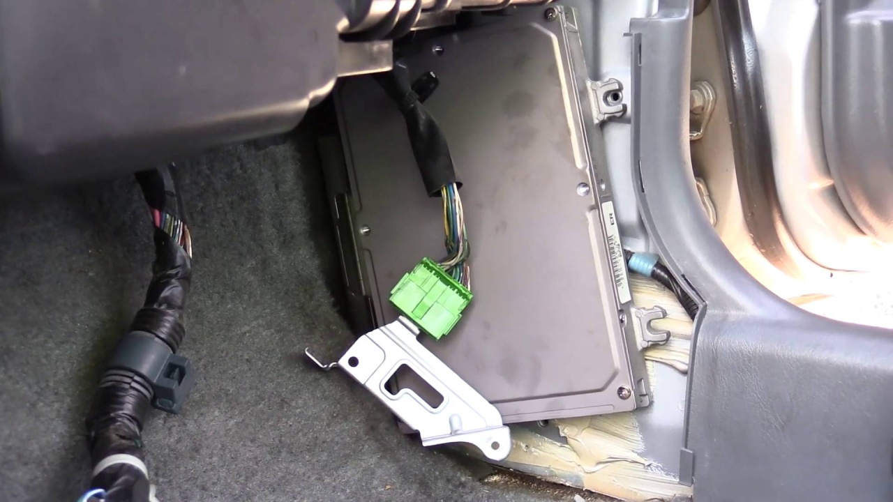 How To Pull a Honda Civic Computer 1996-2000