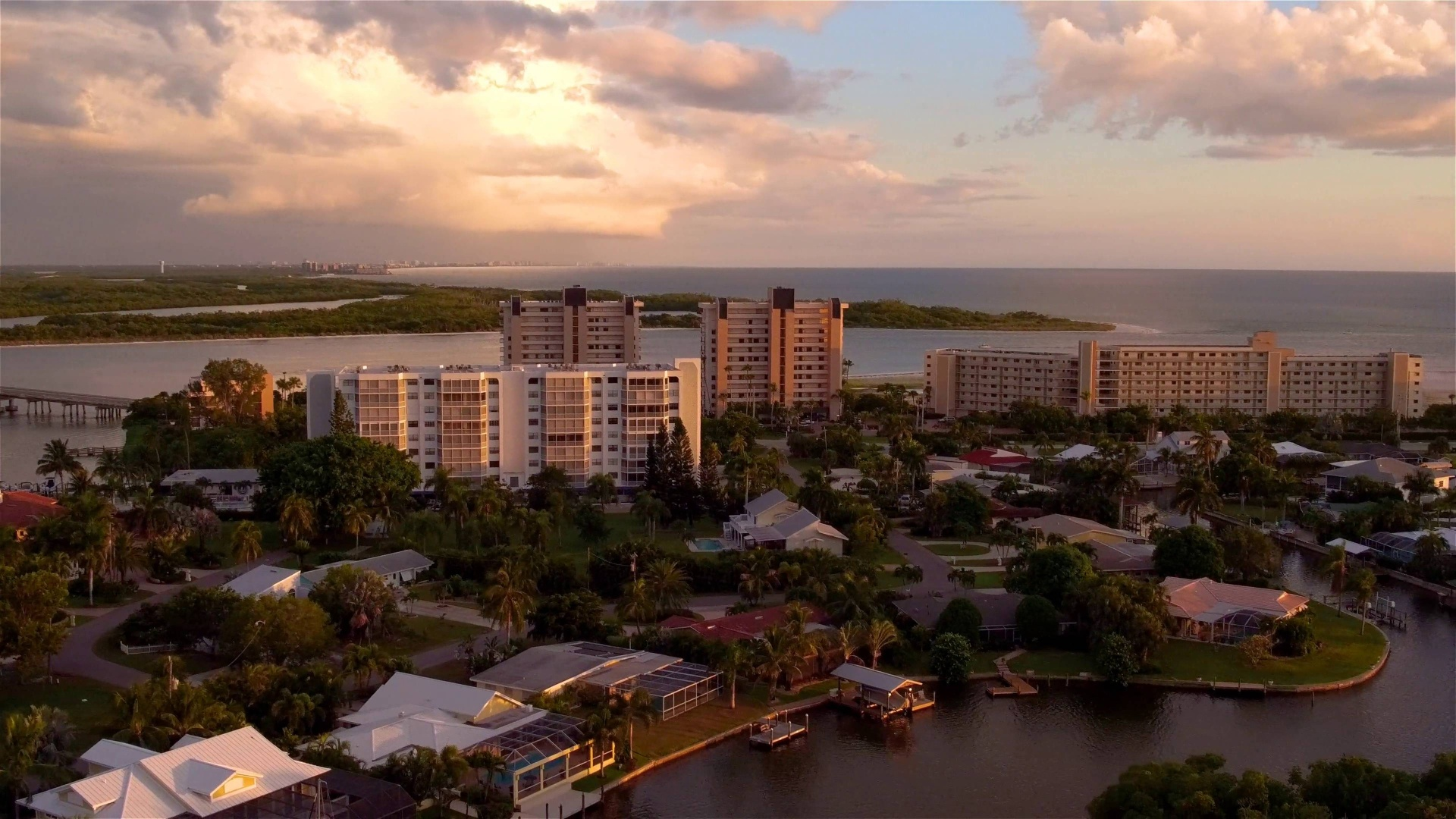 Wistia video thumbnail - Grandview at Bay Beach | Fort Myers Waterfront Living