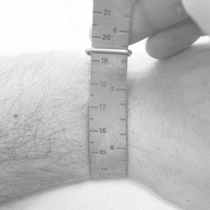 How to measure your wrist - Aurum Brothers