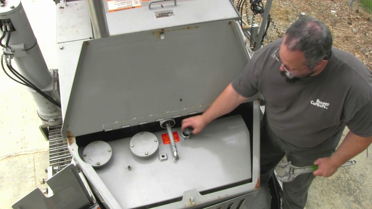 Check & Change the Hydraulic Oil in a 5700-C